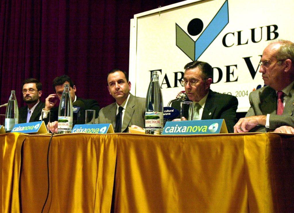 Imagen para la historia del otoño de 2002 en el Rosalía Castro: Arnau, José Angel, Recondo, Cholo y Paco Quiroga (Foto Salvador Sas)